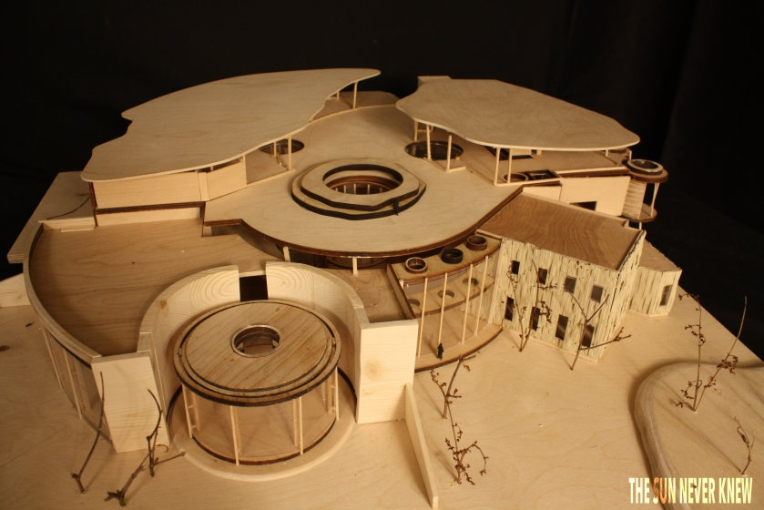 MODEL WITH ROOF